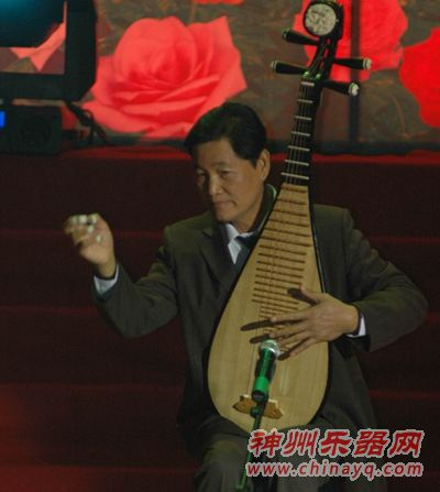 可以说挑轮指法是琵琶演奏最难掌握的指法