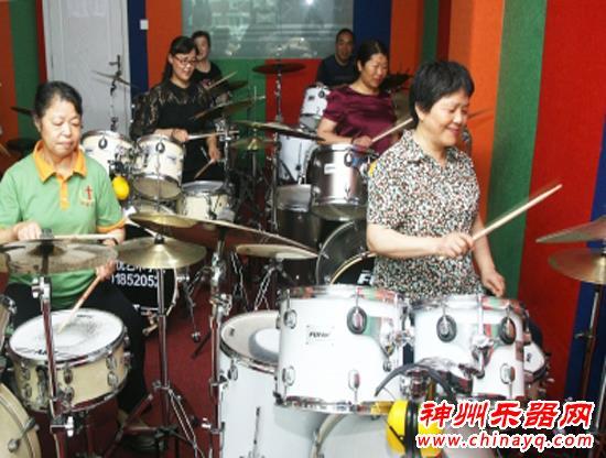 年龄不是问题!扬州有个爷爷奶奶架子鼓队