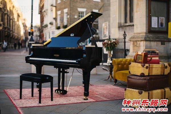 英国公司设计智能钢琴:可自行伴奏
