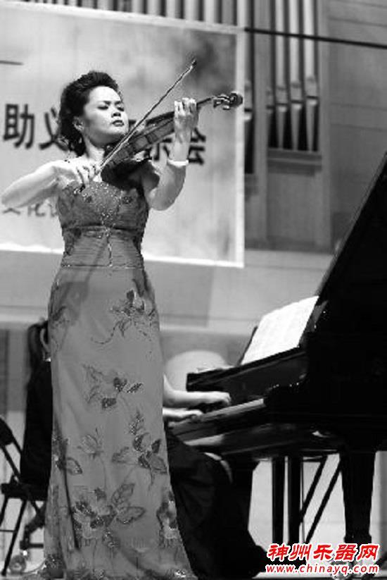 """小提琴名家谢楠携手中国爱乐演绎""""大俗曲"""""""