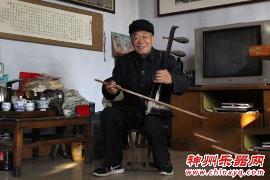 莱芜山村老汉拉二胡60年 每日练习不间断