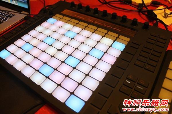 MIDI控制器DJ打击垫midi键盘