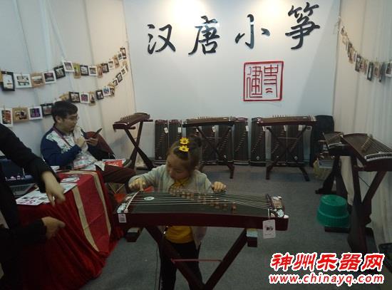 百家筝鸣 广州乐器展上的古筝