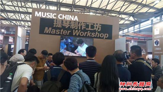 神州看展:周晓伟先生现场制琴 面对面课程引众人围观