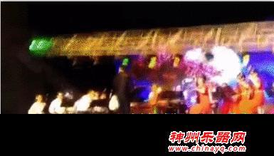 演出安全大于天 河南许昌一广场舞台灯架突然倒塌致1死5伤