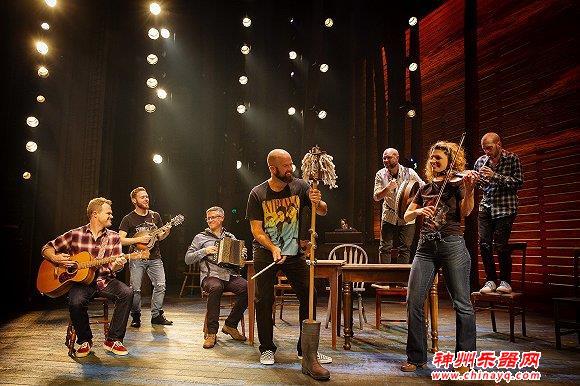 音乐剧《来自远方》主创:12位演员如何在一部剧里演绎90个人物?
