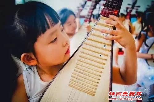 孩子多一门才艺多一项选择,女孩子学什么乐器好?