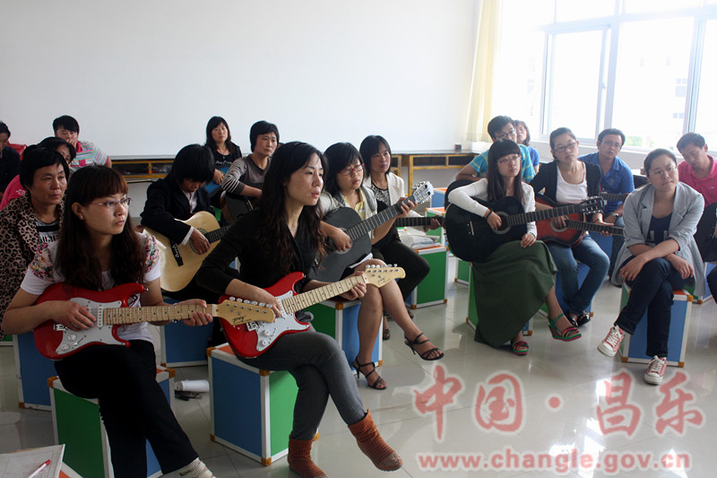 昌乐县鄌郚镇首届吉他演奏培训班正式开班