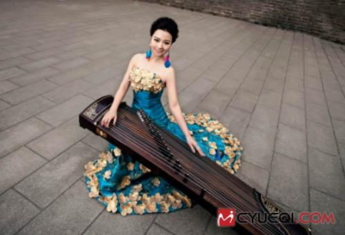 美女古筝演奏家崔晓彤的音乐经历