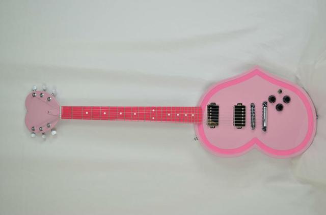 《摇滚都市》天价草莓之心吉它被土豪订购