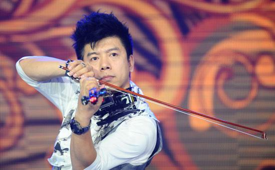 小提琴教父叶飞 助阵家家悦20周年群星演唱会