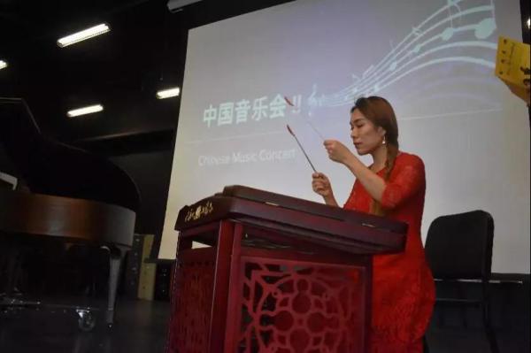 我校外派志愿者让中国音乐走进美国校园